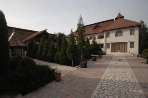 View The Mănăstirea Româneşti Album