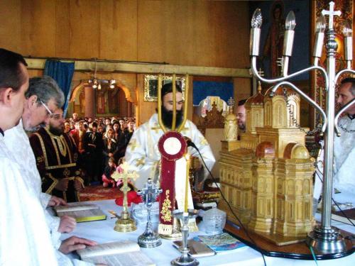 View The Liturghie arhierească la parohia Fratelia Album