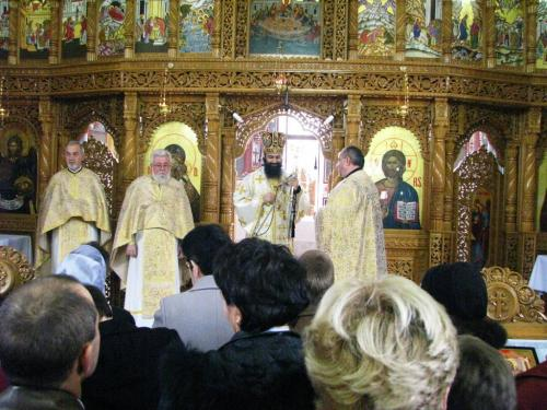 View The Liturghie arhierească parohia Zona Dacia Album